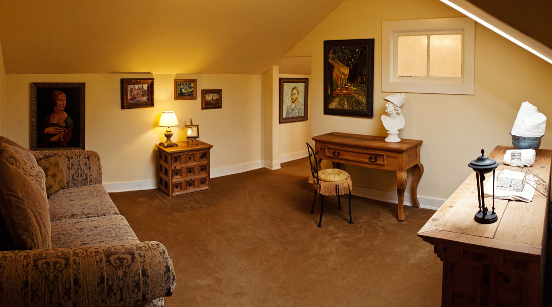 The Van Gogh Suite at the Grand Island Mansion